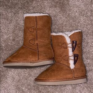 Old navy toddler girls size 5 toggle boots